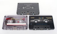 compact cassettes / Bron: Onbekend / Wikimedia Commons